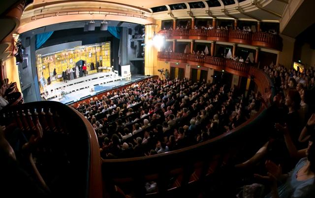 Hogyan látták a Vidéki Színházak Fesztiválját a közönség zsűritagok? - 2014